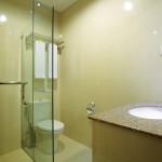 07 Deluxe Bathroom